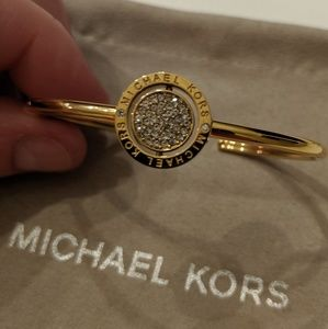 *NEW* Michael Kors gold bracelet